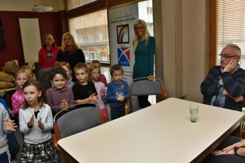 Setkání senioøi DS Benediktská a dìti MŠ Revoluèní, 041019